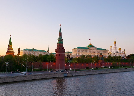 クレムリン宮殿 Kremlin_from_Bolshoy_kamenny_bridge Wikipediaより