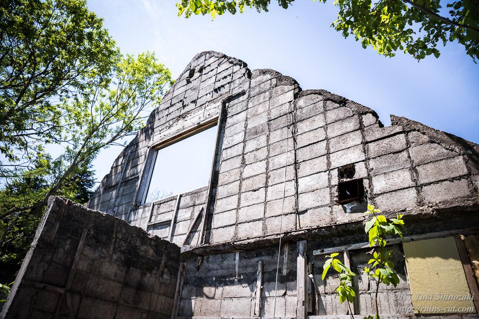 【廃墟写真】霧立国道脇の廃屋_壁だけが残った廃墟