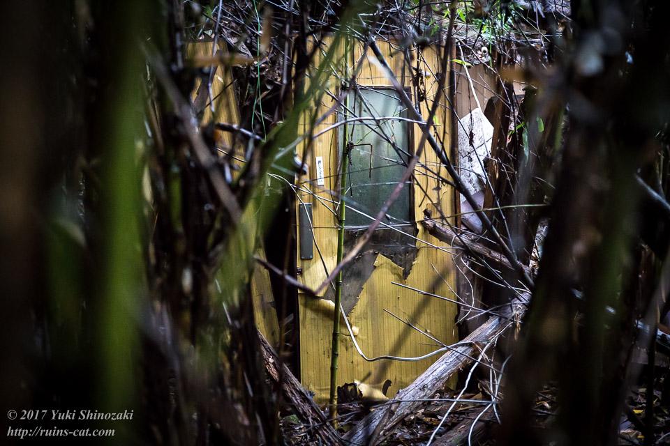 【廃墟写真】K医院_別棟の扉。