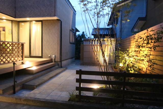デッキと庭の照明