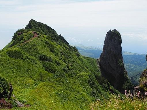 南峰とローソク岩