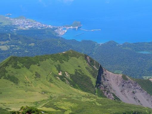 鴛泊港とペシ岬