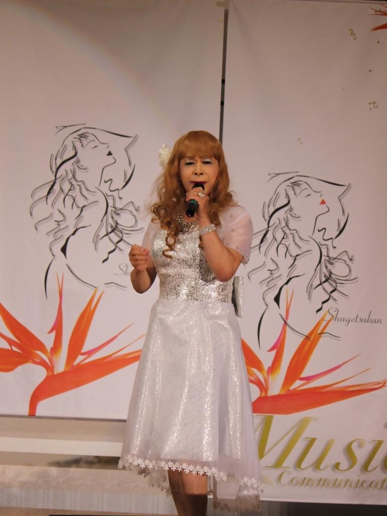 銀色のショートドレス舞台(4)