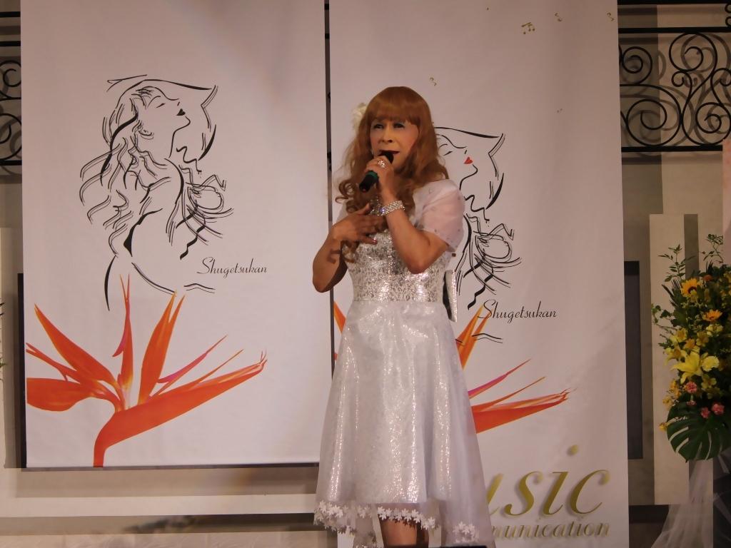 銀色のショートドレス舞台(6)