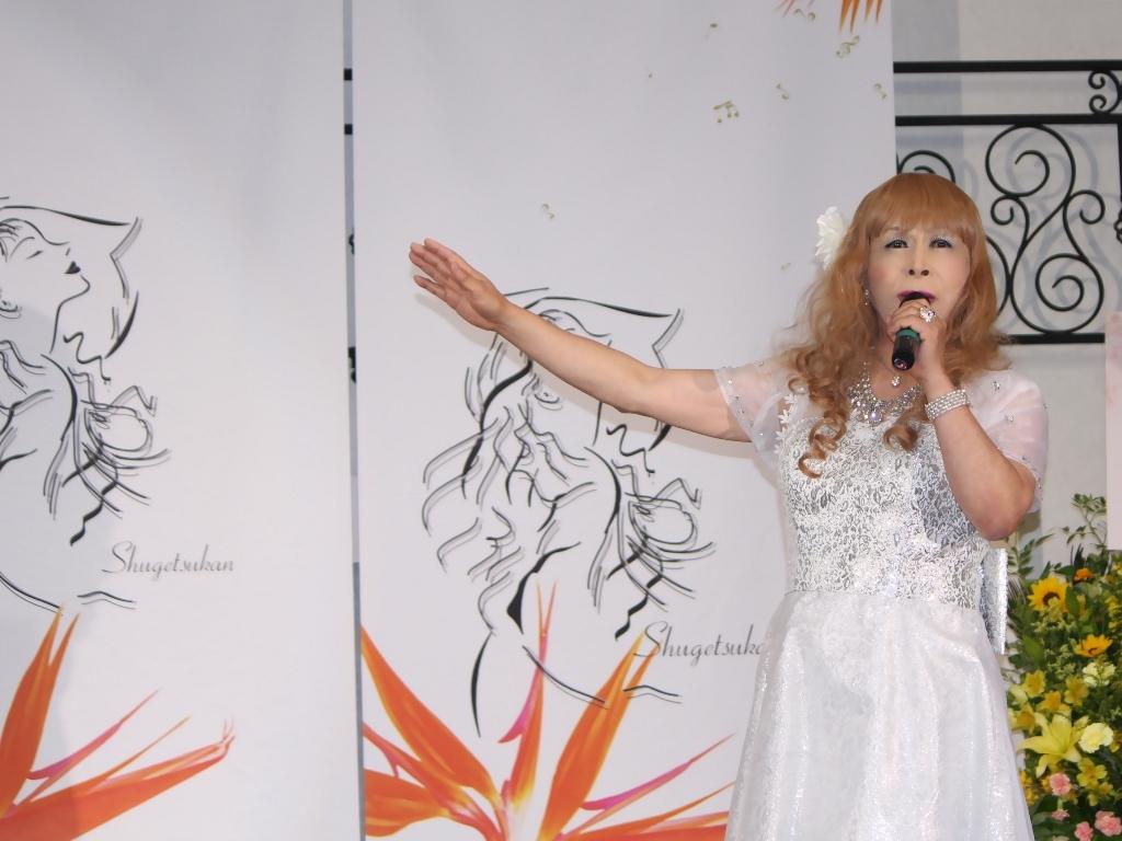 銀色のショートドレス舞台(2)