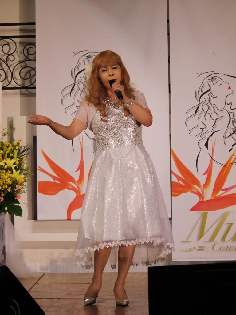 銀色のショートドレス舞台(3)