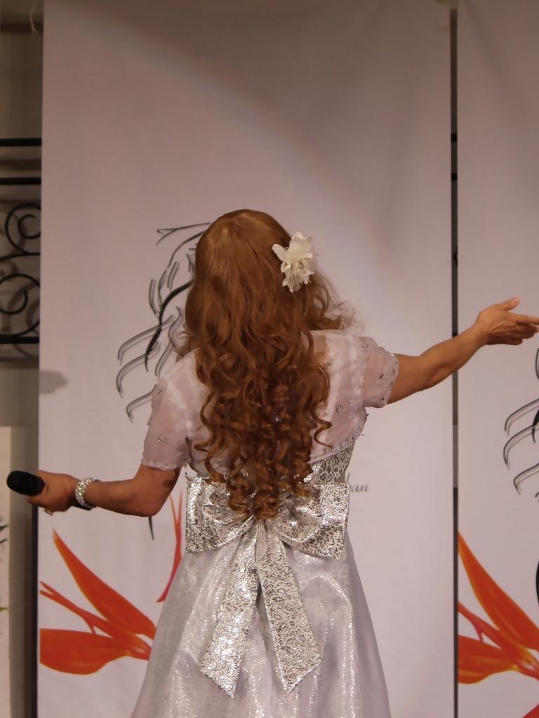 銀色のショートドレス舞台(8)