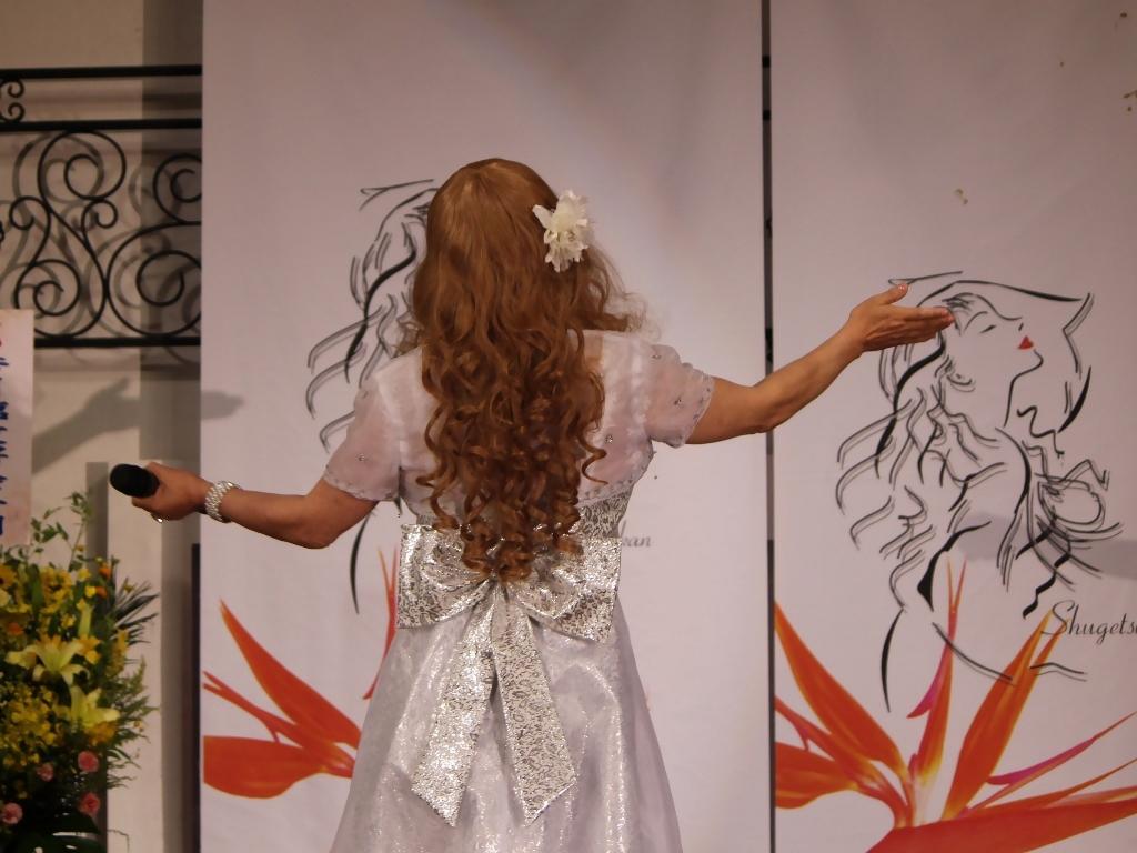 銀色のショートドレス舞台(7)