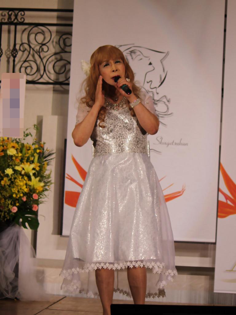 銀色のショートドレス舞台(5)