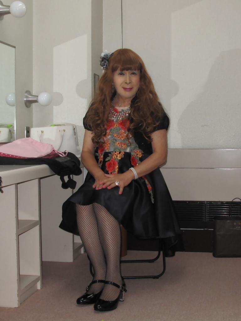 黒フロントオープンドレス控室(2)