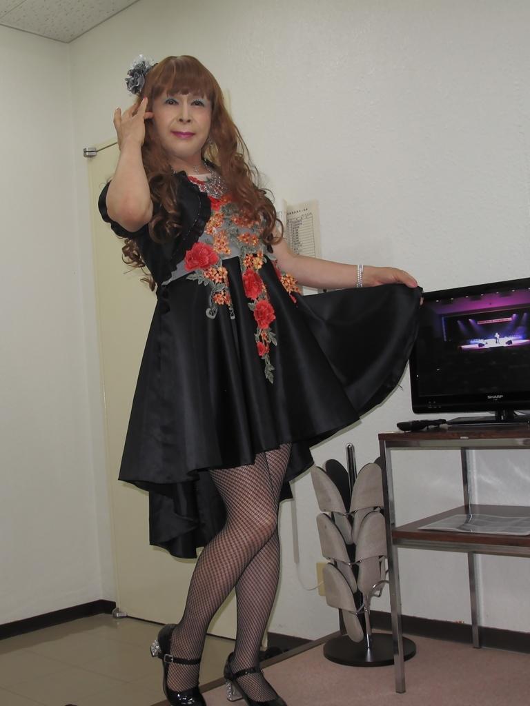 黒フロントオープンドレス控室(8)