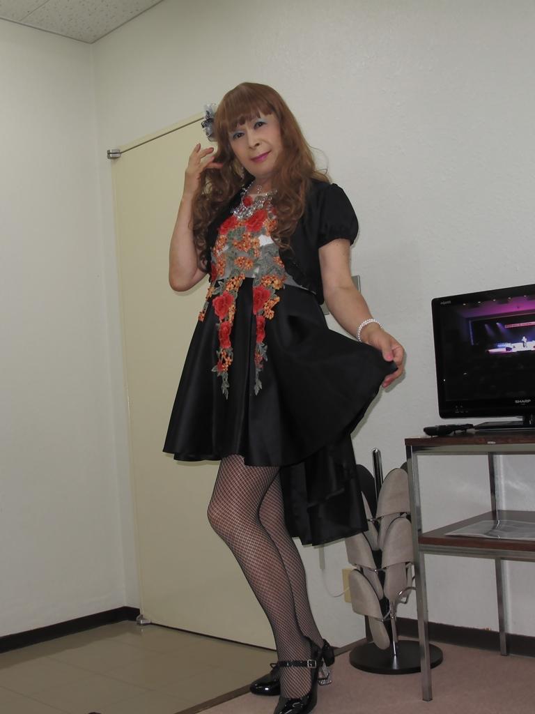 黒フロントオープンドレス控室(9)