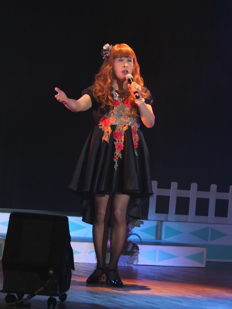黒フロントオープンドレス舞台(3)