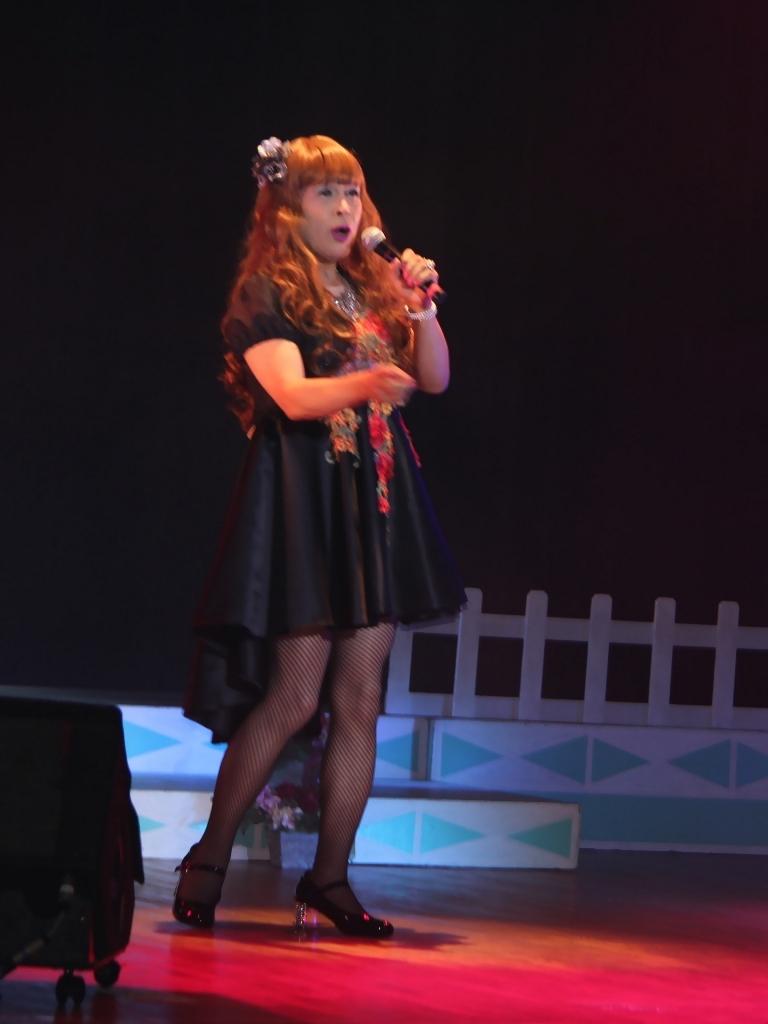 黒フロントオープンドレス舞台(4)