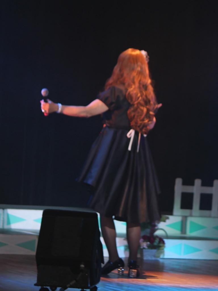 黒フロントオープンドレス舞台(5)