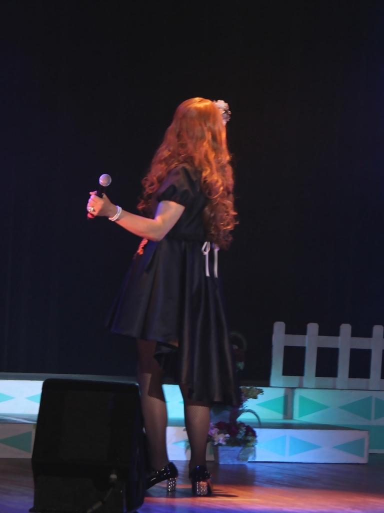黒フロントオープンドレス舞台(6)