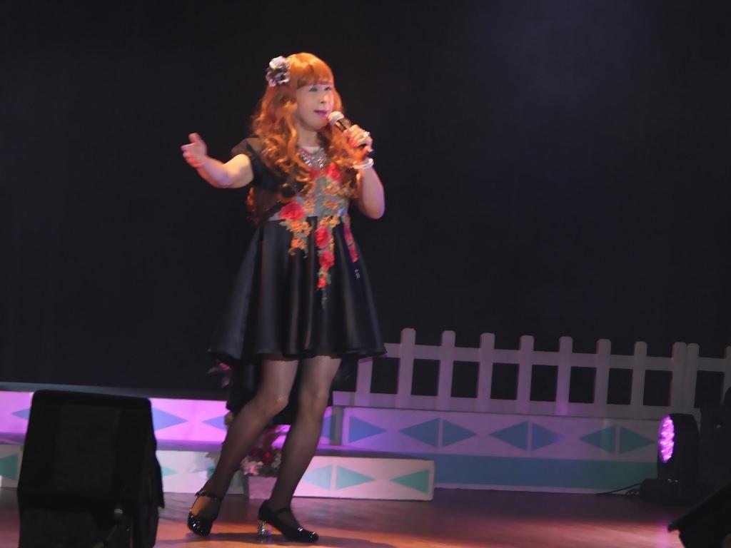 黒フロントオープンドレス舞台(10)