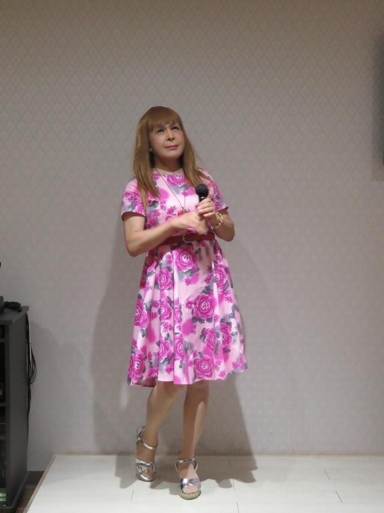 ピンクの薔薇柄ワンピカラオケ(3)