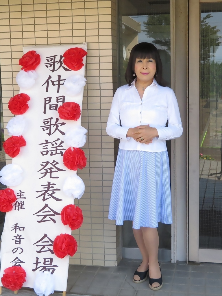 会場入り口水色スカート(4)