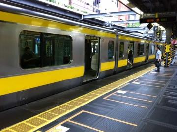 黄色い電車で