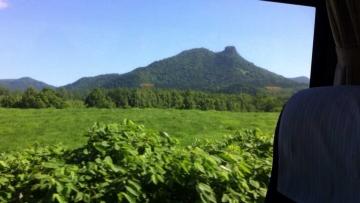 変わった形の山