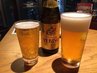 生ビール(キリン一番絞り)と瓶ビール(エビス中瓶)