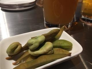 お通しの燻製枝豆・空豆