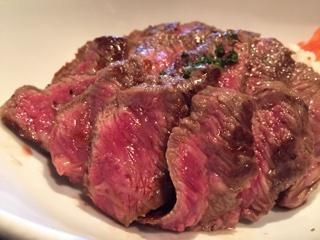 Beefステーキ丼お肉アップ①