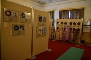 松島詩子さんのレコードや衣装