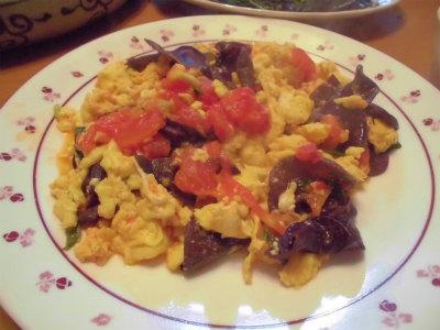 8.29卵、トマト、生キクラゲの炒め物