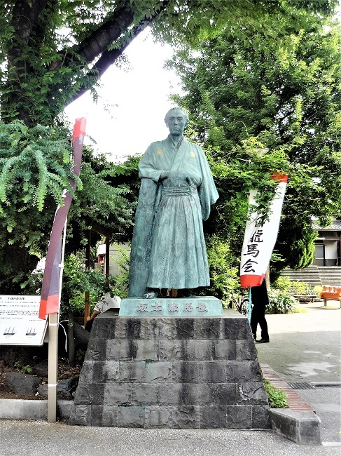 立会川ー坂本龍馬像