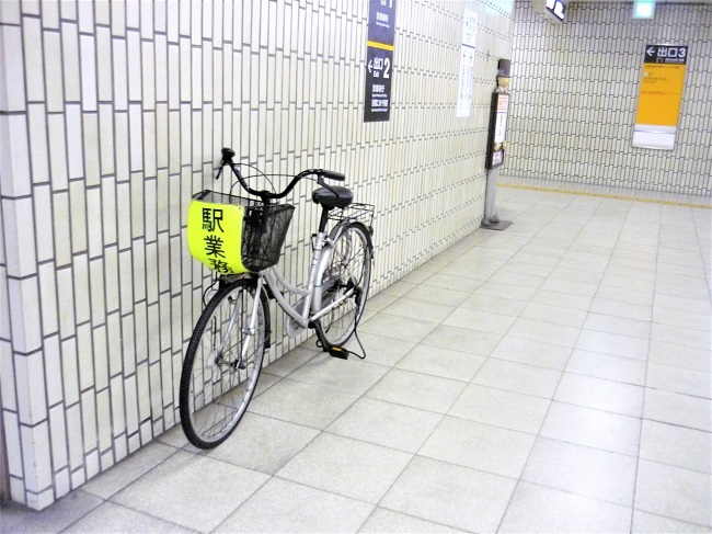 地下鉄構内に自転車