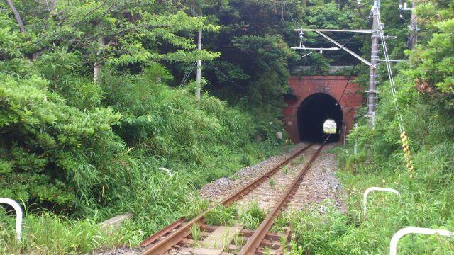妙本時踏切トンネル