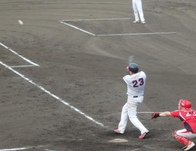 P7133752江津球友7回表1死二塁から8番が右翼線二塁打を放ち、貴重な1点を追加