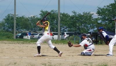 P71639813回表Big連チャンず2死二、三塁から7番桂が中越え三塁打を放ちダメ押しの2点を加える