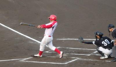 P7284476次の5番も左中間二塁打を放ち1点追加