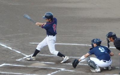P8054927コスギ1回裏無死二、三塁から3番が右越え三塁打を放ち2点先制