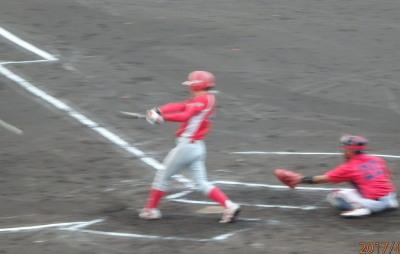 P8185073トウヤ1回裏2死満塁から6番の遊内野安打で1点かえす