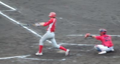 P81850802回裏トウヤ1死二塁から1番が右中間三塁打を放ち2対2の同点