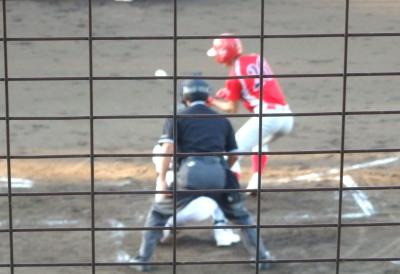 P823538三回裏トウヤ1死一塁から送りバント、これがバントヒットとなり一、二塁