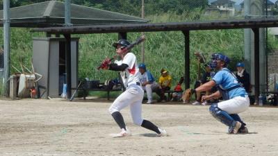 P8275575次の9番が左越え2点三塁打を放つ
