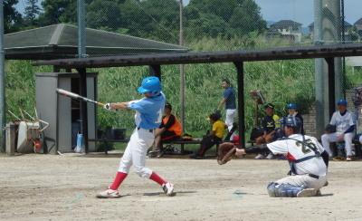 P8275587番長4回表無死一、二塁から1番が右中間二塁打を放ち1点返す
