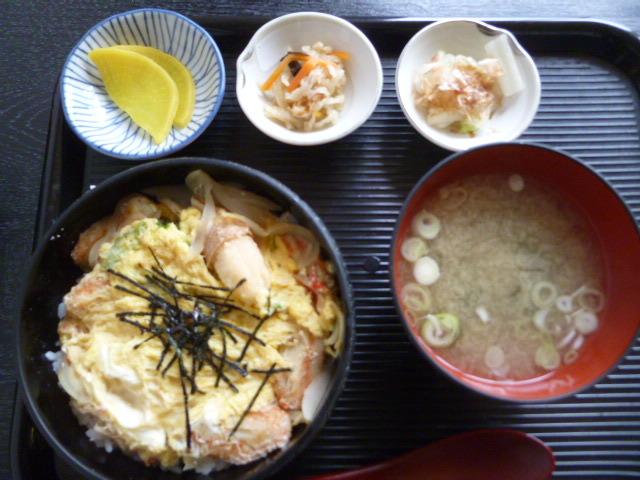 昼、蟹とじ丼
