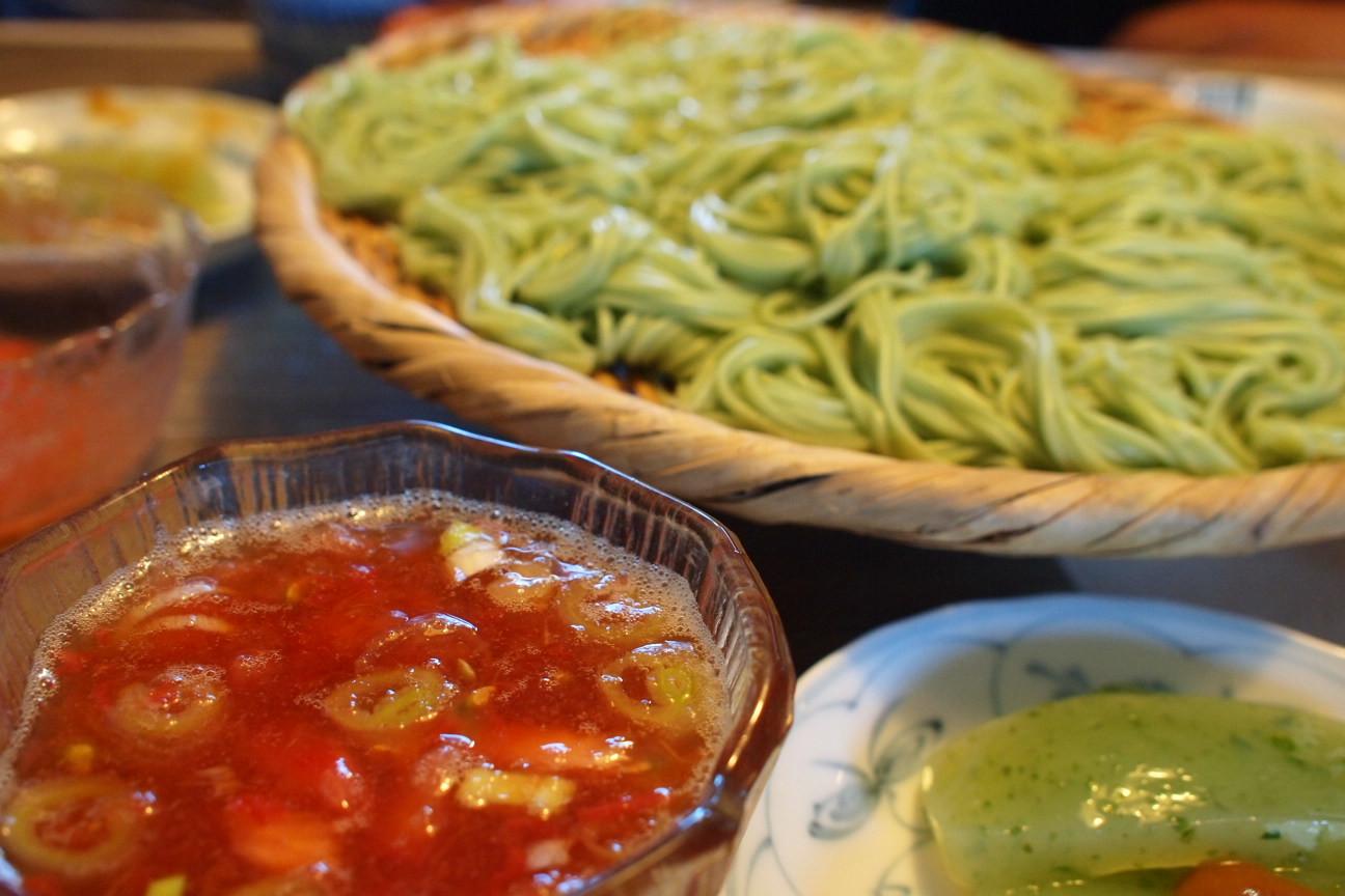 グリーン麺冷製トマトつゆ!