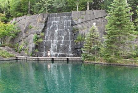 涼しげな滝