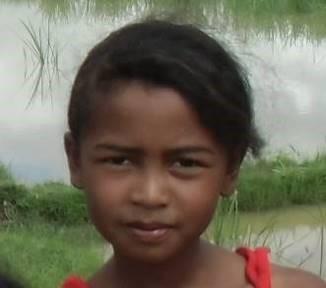 1マダガスカルマレー系の丸顔少女
