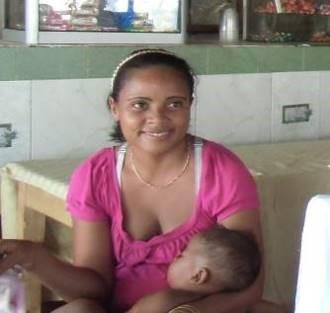 マダガスカルマレー系の丸顔親子