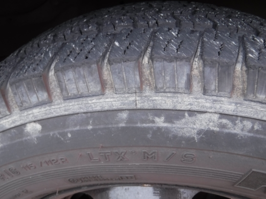 タイヤが古い (2)