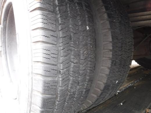 タイヤが古い (4)
