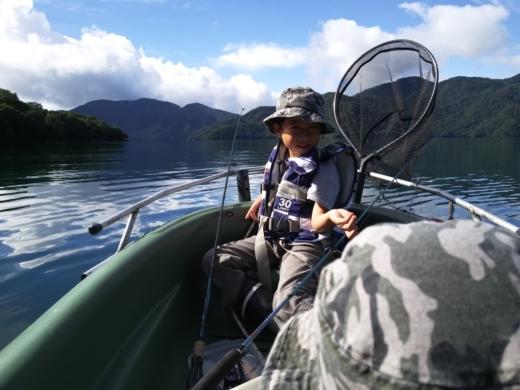 中禅寺湖でボート (11)